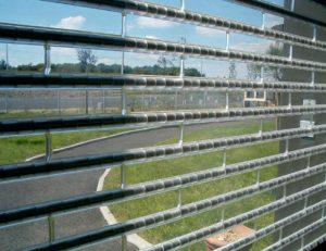 Windschutzwände Rolltor